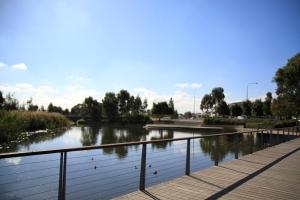 Screen-central-Man-made-lake-Pemulwuy-Greystanes-2